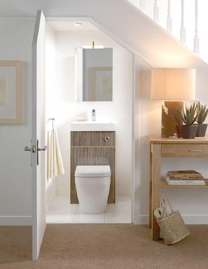 Thiết kế nhà vệ sinh dưới gầm cầu thang đơn giản nhưng đầy tiện nghi