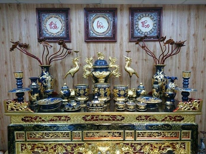 Cách bày bát hương trên bàn thờ đúng chuẩn sẽ giúp gia đình được phù hộ độ trì gặp nhiều may mắn trong cuộc sống.