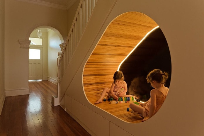 Không gian bên dưới cầu thang sẽ là nơi vui chơi thú vị cho trẻ