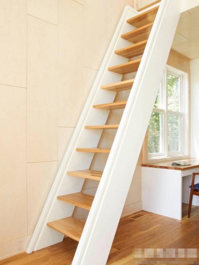 Thiết kế cầu thang truyền thống cho nhà hẹp